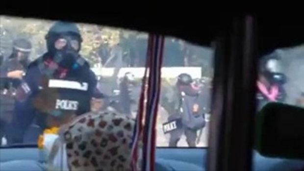 ตำรวจทุบรถยับ!! (26_12_56)