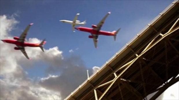ฝูงนกเหล็ก ไทม์แลปส์ 5 ชม.ของเครื่องบินแลนดิ้ง ใน 30 วินาที
