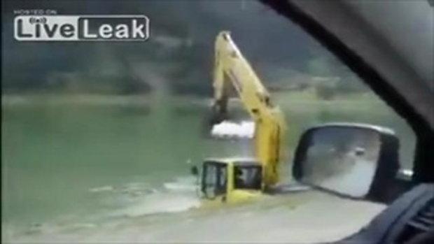 ยังกับช้างอาบน้ำเลย! ตุรกีเค้าล้างรถแทรกเตอร์กันแบบนี้นี่เอง