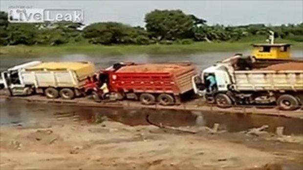 ไปไม่ถึงฝั่ง! วินาที 4 รถบรรทุกคว่ำลงสู่แม่น้ำในบราซิล