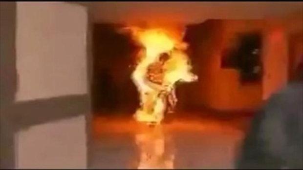 สยอง! วินาทีคนไฟลุกโดนเผาทั้งเป็นของแท้
