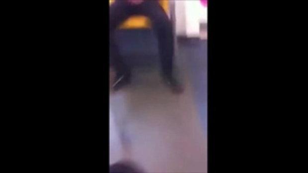 ชายชุดดำ ช่วยตัวเองบนรถไฟฟ้า กลางวันแสก ๆ