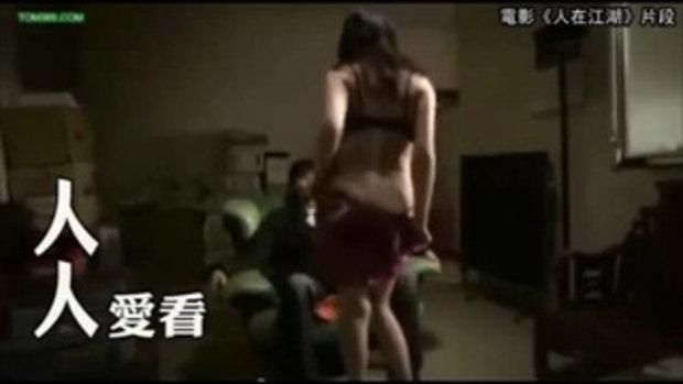 ผับจีนเปิดใหม่ งัดกลยุทธ์เรียกลูกค้า จ้างสาวใส่บราเดินทั่วเมือง