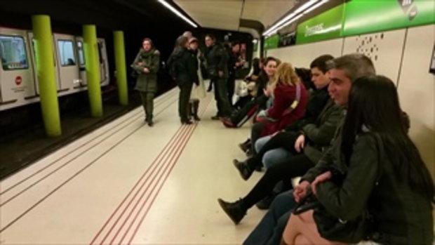 turismo en el metro por la noche