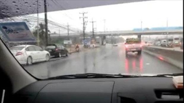 น้ำท่วมถนนมอเตอร์เวย์ ทางไปพัทยา รถติดสะสมหลายกิโล