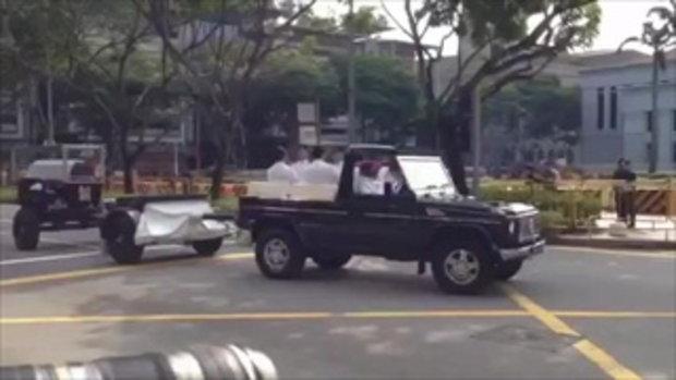ชาวสิงคโปร์นับแสนต่อแถวยาวเหยียด เข้าเคารพศพ ลี กวน ยู