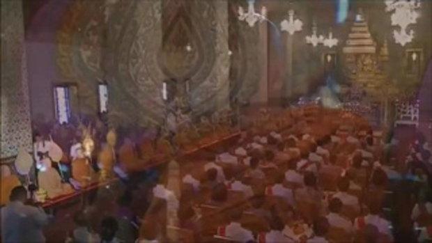 นายกฯนำปชช. ตักบาตร-จุดเทียนชัยถวายพระพรสมเด็จพระเทพฯ (3 เม.ย.58)