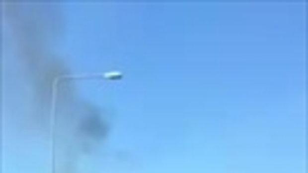 อีกมุม! ไฟไหม้รถตู้บนทางด่วนศรีรัตน์ (12 มิถุนายน 2558)