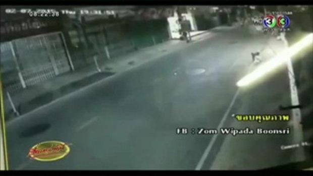 แชร์ว่อนคลิป โจ๋ขี่ จยย.ประกบถีบรถผู้หญิงล้มกลางเมืองนครสวรรค์(06 ก.ค.58)