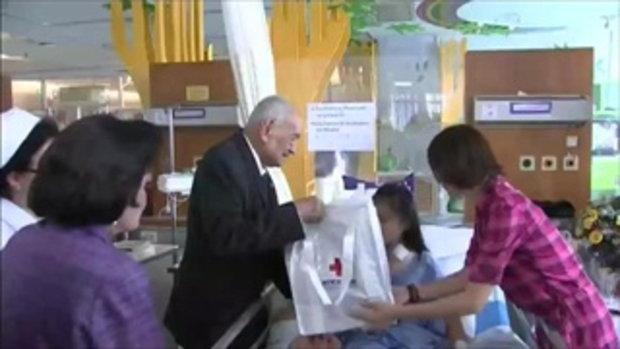 ผู้แทนพระองค์สมเด็จพระเทพฯ เข้าเยี่ยมผู้บาดเจ็บจากระเบิดราชประสงค์ (21 ส.ค.58)