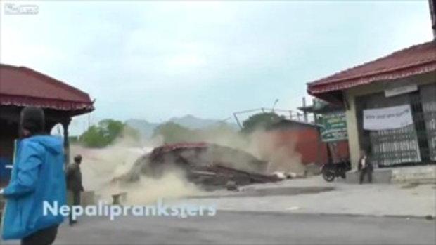 วินาที แผ่นดินไหวเนปาล จนชาวบ้านหนีเอาชีวิตรอด