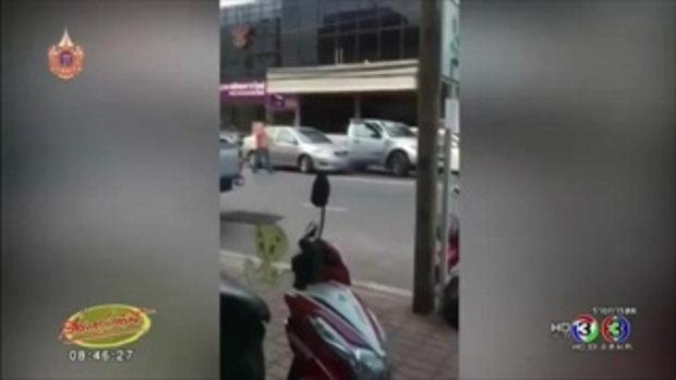 คลิปชายวัยกลางคนทุบรถเก๋งที่ปราจีนฯ (30 เม.ย.58)
