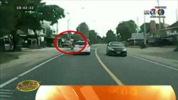แชร์ว่อน เด็กสาวขี่จยย.ปาดหน้ารถเก๋งจนเกิดอุบัติเหตุ(27 พ.ค.58)