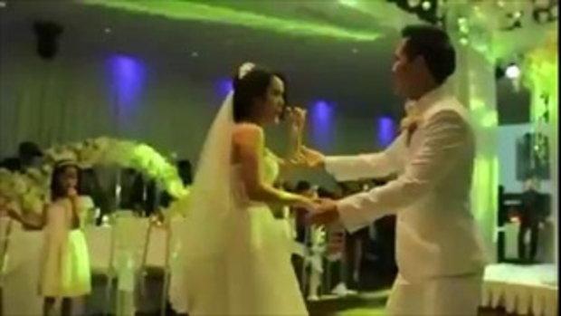 คู่บ่าว-สาว ควงกันออกสเต็ปแดนซ์ กลางงานแต่ง น่ารักสุดๆ