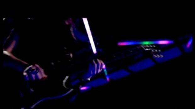 เพลง เล่นกับไฟ - Nologo
