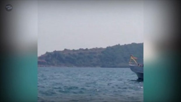 นาทีครอบครัวสหวงศ์! ลอยอังคารอัฐิ ปอ ทฤษฎี ณ หมู่เกาะกลางอ่าวสัตหีบ จ.ชลบุรี