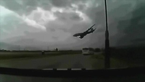 สยองหนักมาก!!! วินาที เครื่องบิน ลำใหญ่ ดิ่งหัวทิ่ม ชนพื้นดิน ต่อหน้า ต่อตา !!!