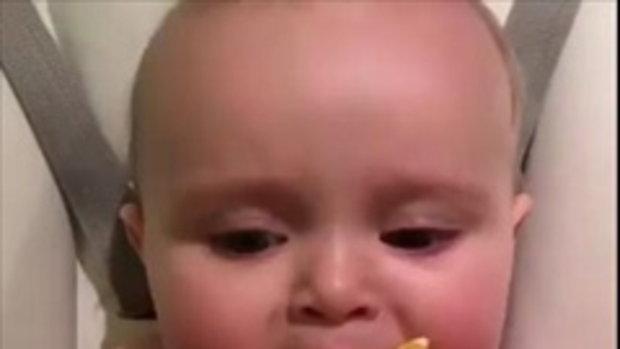 เมื่อเจ้าหนูน้อยลองกินมะนาว..คงไม่ต้องบอกนะว่ามันเปรี้ยวแค่ไหน