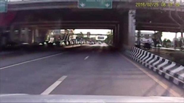 ภาพจากกล้องวงจรปิด นาทีบิ๊กไบก์ ชนคนข้ามถนน