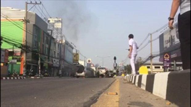อุทาหรณ์ ชายพิการขับเก๋งลมชักกำเริบ พุ่งชนกระบะไฟลุกไหม้