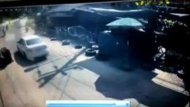 4 คนร้ายกราดยิงตำรวจตั้งด่าน อุกอาจเหมือนถ่ายละคร