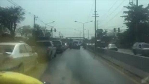 ไล่ล่าระทึก!! คนร้ายซิ่งเก๋งแหกด่านคลอง 5 ธัญบุรี ก่อนยิงปะทะตำรวจ