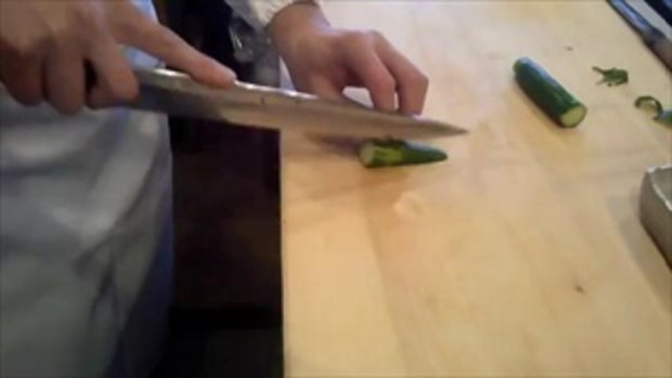 เทคนิคชั้นสูง !! การหั่นแตงกวา ตกแต่งจาน สุดทึ่งในประเทศญี่ปุ่น