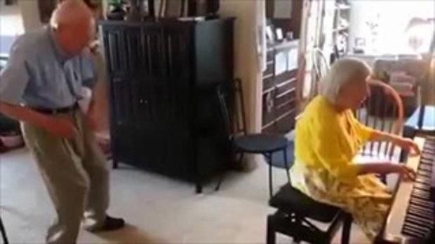 น่ารักมาก 'คุณปู่เต้น คุณย่าบรรเลงเพลง'