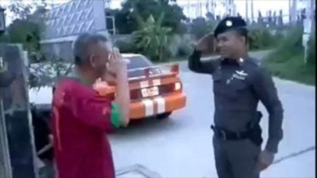 ขำหนักมาก เมื่อตำรวจคนนี้'..มาเยี่ยมพ่อที่บ้าน