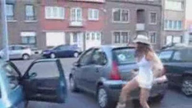 สาวสวยโชว์step การเต้นแบบน่ารักๆ