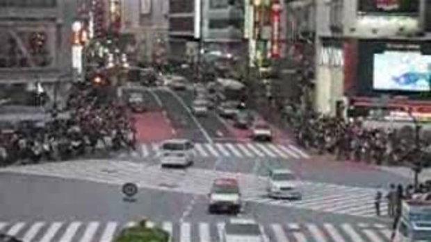 ข้ามถนนกันทีละกี่พันคนเนี่ย!!