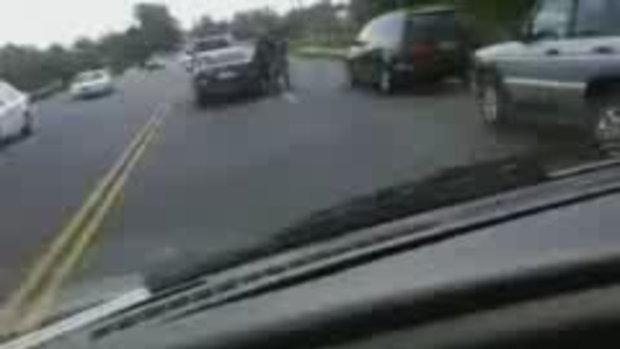 จอดรถต่อยกันบนถนน