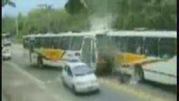 รถบัส ประสานงานกันจังๆเลยน่ากลัว