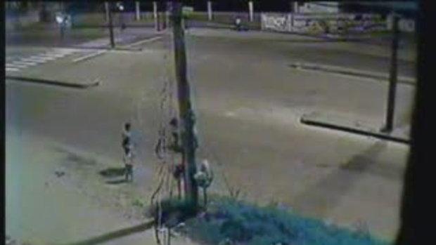เด็ก4ขวบข้ามถนนเองโดนรถชน กระจุย!