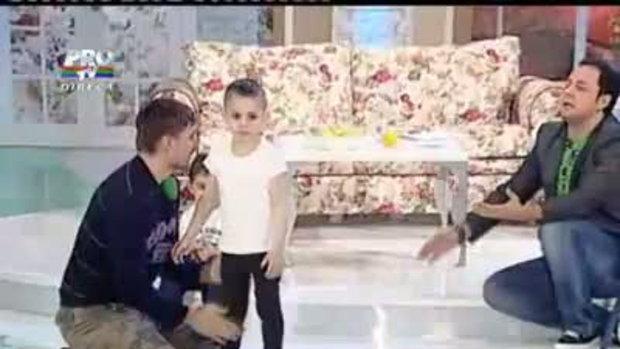 เด็ก5ขวบโชว์วิดพื้นขาไม่โดนพื้น