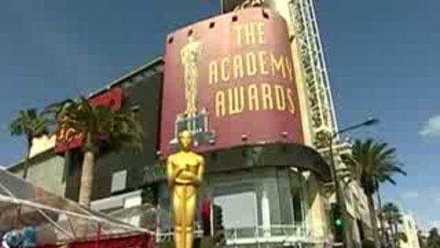 Worthington, Renner, More on Oscars Carpet