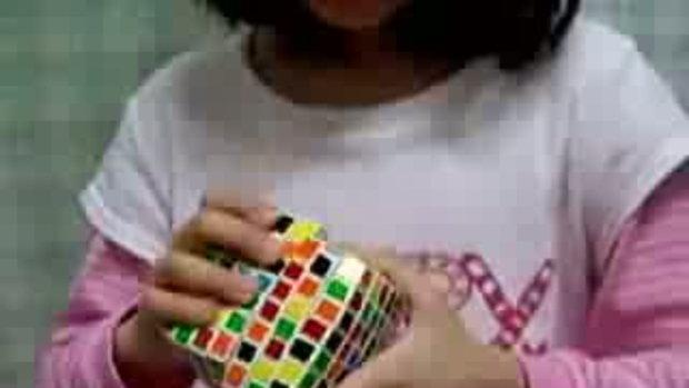 เด็กเกาหลีอายุ 6 ขวบเล่นรูบิค7x7x7