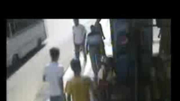 สยอง!!! อุบัติเหตุ รถตู้อัดก๊อปปี้คน 4คนรวด