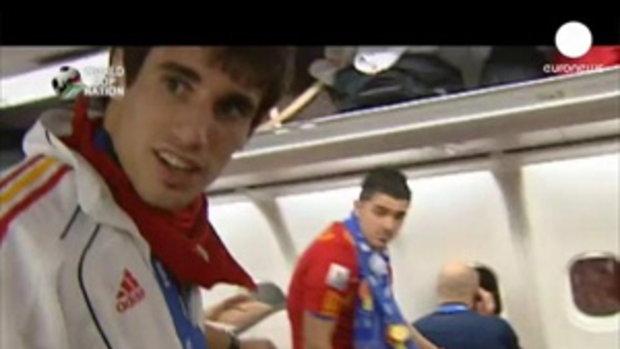 บรรยากาศบนเครื่องบินของทีมแชมป์โลก สเปน