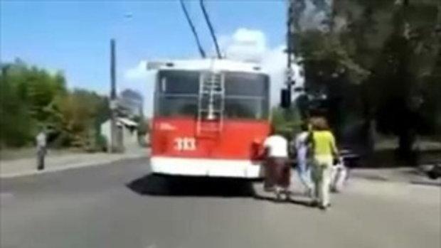 ทำได้ไง คุณยายกับรถเมล์ !!