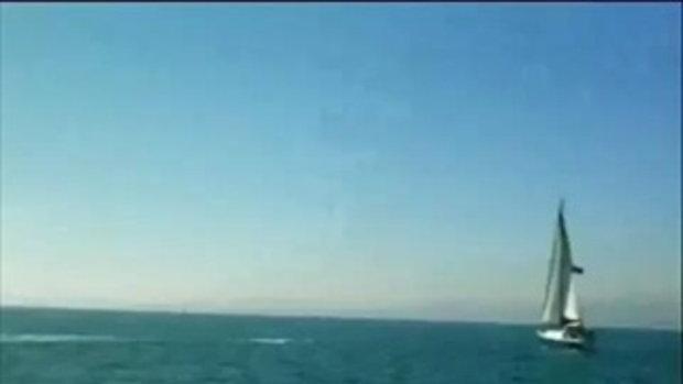 วาฬออก้าหนัก 4 ตันโดดใส่เรือใบ