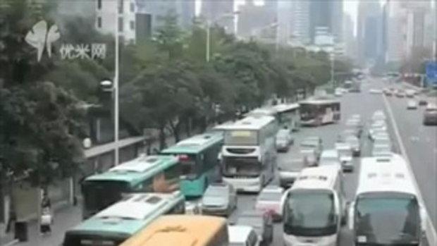 รถบัสคร่อมถนน โปรเจคสุดบรรเจิดที่จีน