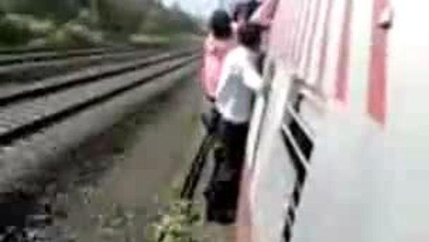 ตกรถไฟในอินเดีย