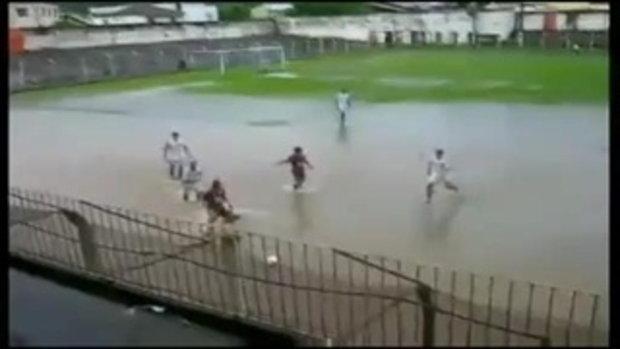 ฟุตบอลแนวใหม่ ในบราซิล ทักษะการเล่นบนน้ำ