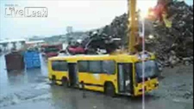 วิธีทำลายรถบัส ที่ไม่ใช้เเล้ว ของประเทศไอซ์แลนด์