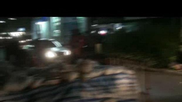 น้ำท่วมปทุมธานี-พฤกษา13ช่วยกันทำคันกั้นน้ำ 16ตุลาคม2554-เจโอ๋ผจญภัย