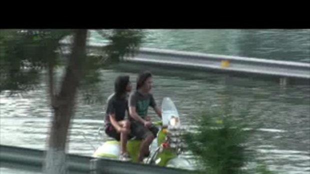 น้่ำท่วมปทุมธานี เวสป้าตะลุยน้ำ รังสิตคลอง2 25ตุลาคม2554 เจโอ๋รายงาน