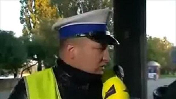 ตำรวจโชว์ฮีโร่ รถชนคนตอนสัมภาษณ์สดออกทีวี