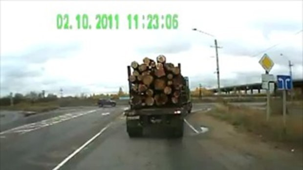 ขับตามหลัง รถบรรทุกไม้ เห็นแล้วเสียวแทน