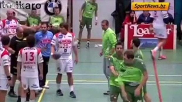 นักกีฬาแฮนด์บอลอิตาลี ถกกางเกงในโชว์